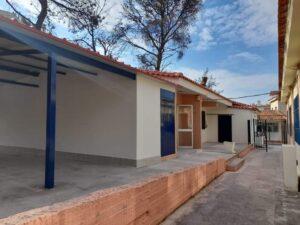 Το Νηπιαγωγείο & το Δημοτικό Σχολείο Βαρυμπόμπης, μετά την αποκατάστασή των ζημιών που προκάλεσε η φωτιά